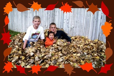 1105_kids_smiling_in_leaves